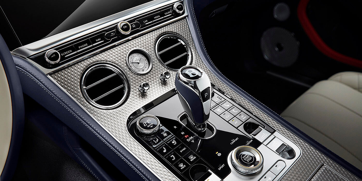 NEW-BENTLEY-CONTINENTAL-GT-MULLINER-CONVERTIBLE-FRONT-CENTRE-CONSOLE-CLOSE-UP